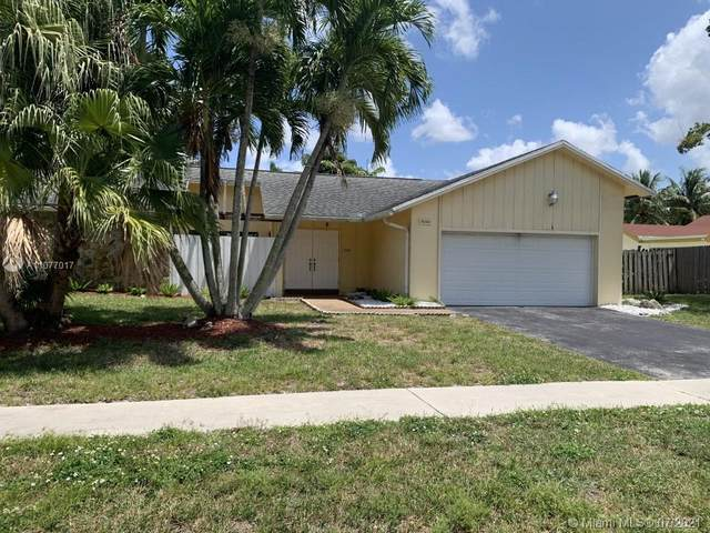 10140 Torchwood Ave, Plantation, FL 33324 (MLS #A11077017) :: Re/Max PowerPro Realty