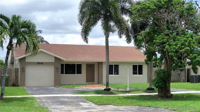 9541 Johnson St, Pembroke Pines, FL 33024 (MLS #A11078400) :: All Florida Home Team