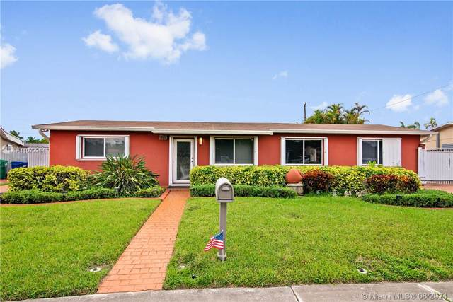 7910 NW 179th St, Hialeah, FL 33015 (MLS #A11079914) :: The Pearl Realty Group