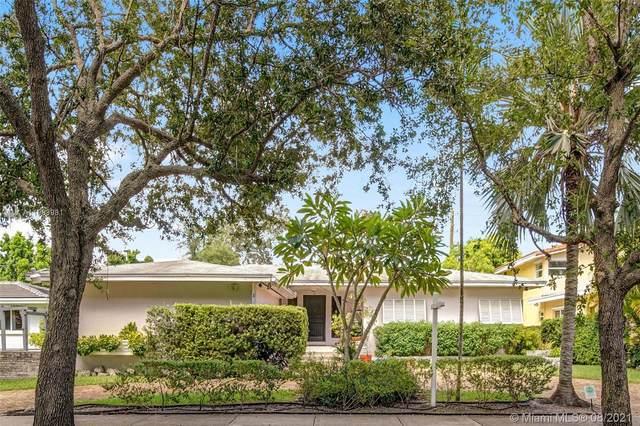 33 Shore Dr N, Coconut Grove, FL 33133 (MLS #A11083981) :: Berkshire Hathaway HomeServices EWM Realty