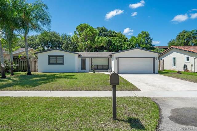 10436 NW 2nd Ct, Plantation, FL 33324 (MLS #A11085029) :: The Rose Harris Group