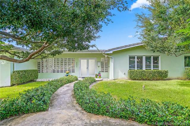 7921 SW 143rd St, Palmetto Bay, FL 33158 (MLS #A11088458) :: The Rose Harris Group