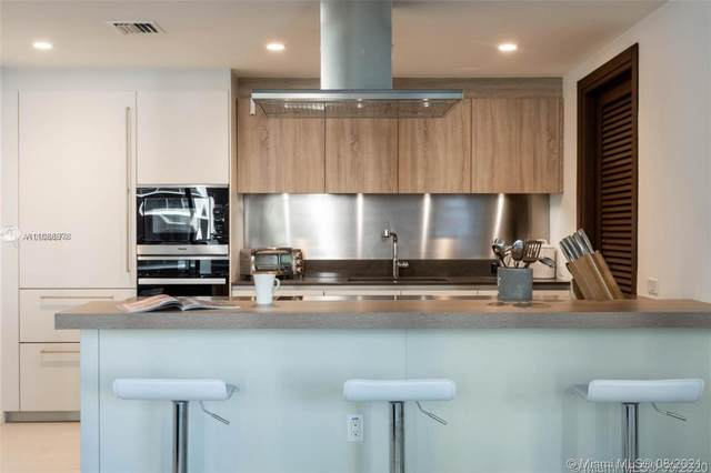1000 Brickell Plz #2209, Miami, FL 33131 (MLS #A11088978) :: Green Realty Properties