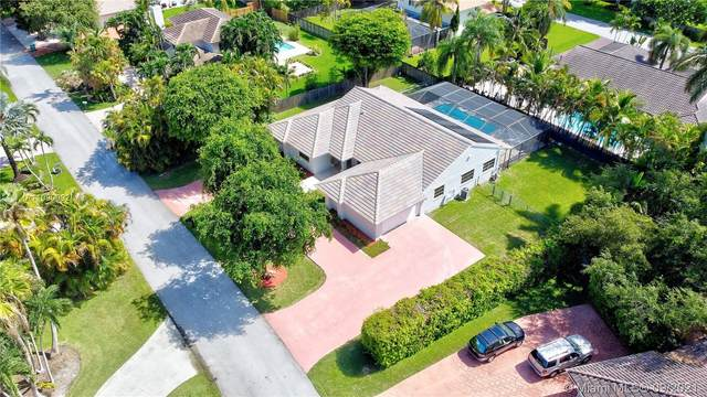 13725 SW 109th Ct, Miami, FL 33176 (MLS #A11090092) :: The Rose Harris Group