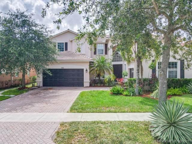 3743 W Gardenia Ave, Weston, FL 33332 (MLS #A11090288) :: Jo-Ann Forster Team