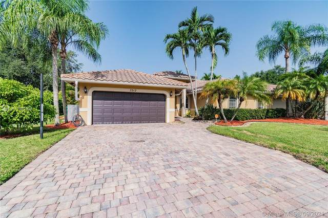 2312 NW 97th Ln, Coral Springs, FL 33065 (MLS #A11092958) :: The Rose Harris Group