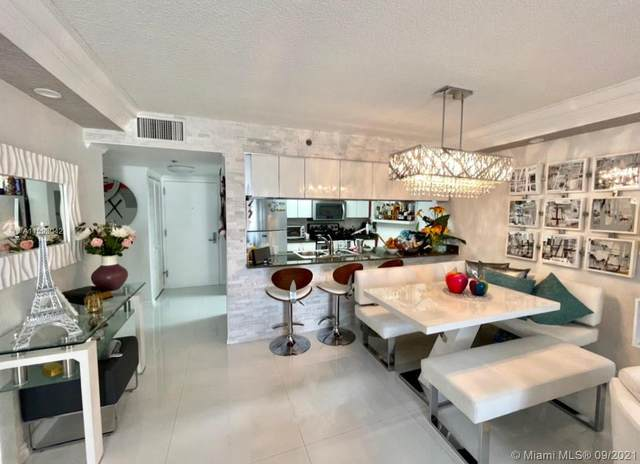 1200 Brickell Bay Dr #1519, Miami, FL 33131 (MLS #A11093042) :: Castelli Real Estate Services
