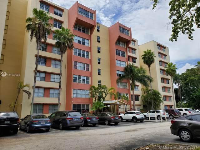 9001 SW 77 AVENUE C302, Miami, FL 33156 (MLS #A11093093) :: Berkshire Hathaway HomeServices EWM Realty