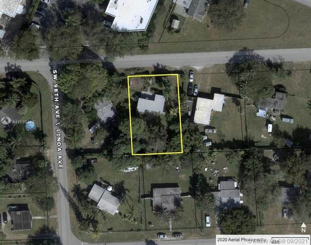 9760 SW 181st Ter, Palmetto Bay, FL 33157 (MLS #A11093388) :: Berkshire Hathaway HomeServices EWM Realty