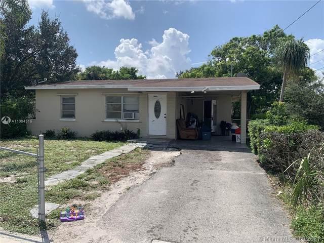 1469 W 36th St, Riviera Beach, FL 33404 (MLS #A11094318) :: Douglas Elliman