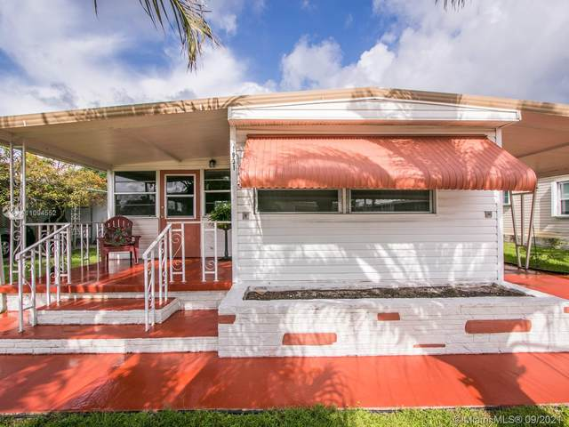 1931 SW 84th Ave, Davie, FL 33324 (MLS #A11094552) :: Green Realty Properties