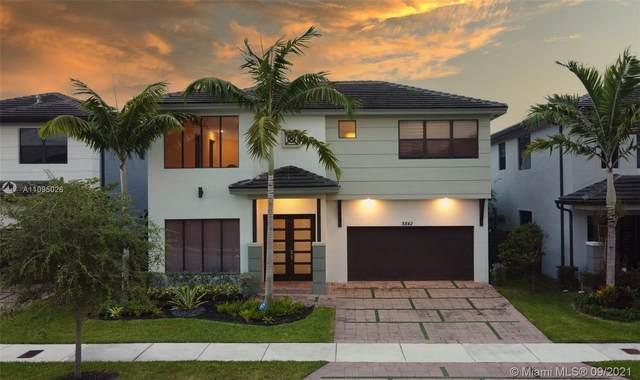 8842 NW 154th Ter, Miami Lakes, FL 33018 (MLS #A11095026) :: Jo-Ann Forster Team