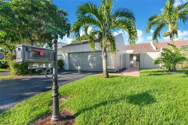 541 Patio Village Way, Weston, FL 33326 (MLS #A11097072) :: United Realty Group