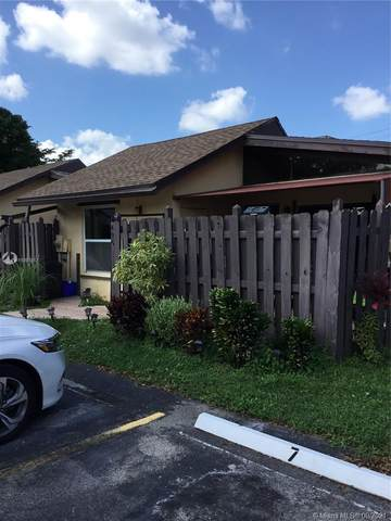 495 Briarwood Cir 3-61, Hollywood, FL 33024 (MLS #A11097517) :: Berkshire Hathaway HomeServices EWM Realty