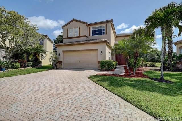 5678 Saddle Trail Lane, Lake Worth, FL 33449 (MLS #A11097649) :: Douglas Elliman