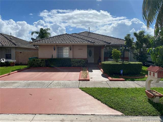 15954 SW 81st Ter, Miami, FL 33193 (MLS #A11098023) :: CENTURY 21 World Connection