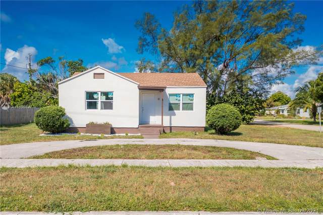 4215 Greenwood Ave, West Palm Beach, FL 33407 (MLS #A11098997) :: Green Realty Properties