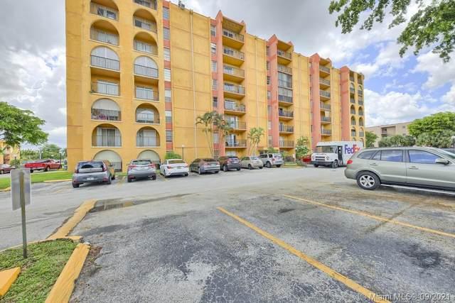 4717 NW 7th St 808-10, Miami, FL 33126 (MLS #A11099012) :: Douglas Elliman
