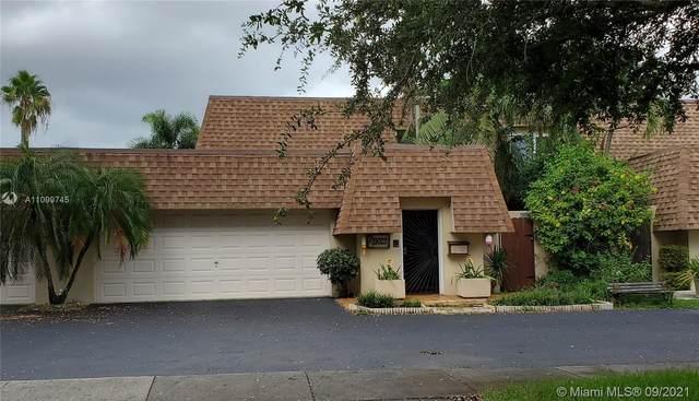 19020 W Lake Dr, Hialeah, FL 33015 (MLS #A11099745) :: Castelli Real Estate Services
