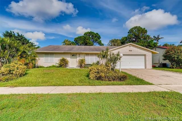 4851 Blue Pine Cir, Lake Worth, FL 33463 (#A11100006) :: Dalton Wade