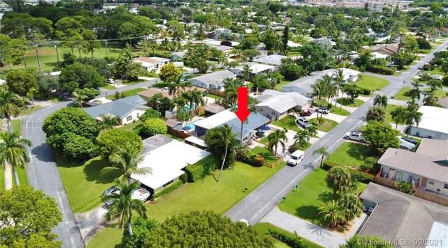 915 SW 27th Pl, Boynton Beach, FL 33435 (#A11100455) :: Dalton Wade