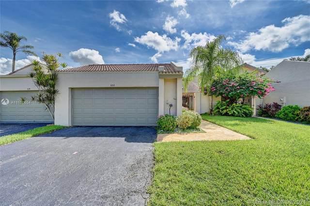 632 Village Lake Dr, Weston, FL 33326 (MLS #A11100854) :: Castelli Real Estate Services