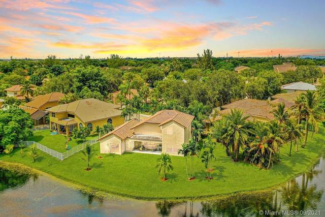 651 SW 94th Ave, Pembroke Pines, FL 33025 (MLS #A11101018) :: United Realty Group