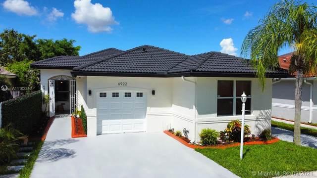 6922 SW 161st Pl, Miami, FL 33193 (MLS #A11102342) :: Castelli Real Estate Services
