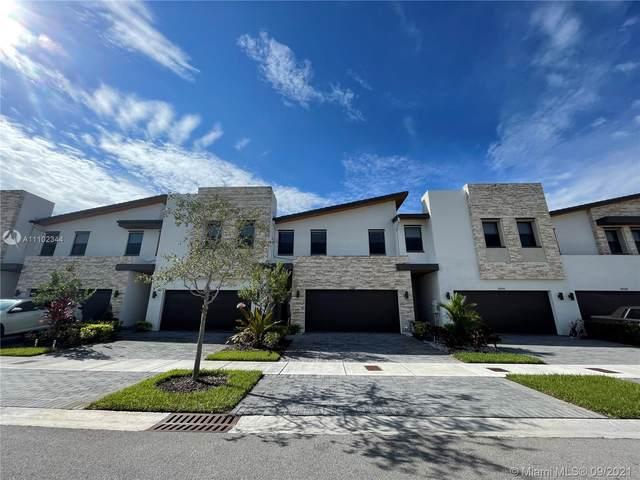 10560 NW 79th St, Doral, FL 33178 (MLS #A11102344) :: Berkshire Hathaway HomeServices EWM Realty