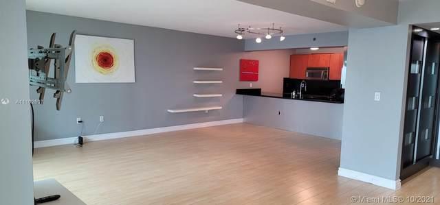 1200 Brickell Bay Dr #3917, Miami, FL 33131 (MLS #A11102607) :: Castelli Real Estate Services