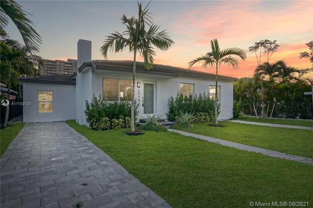 2714 SW 36th Ave, Miami, FL 33133 (MLS #A11103127) :: The Riley Smith Group