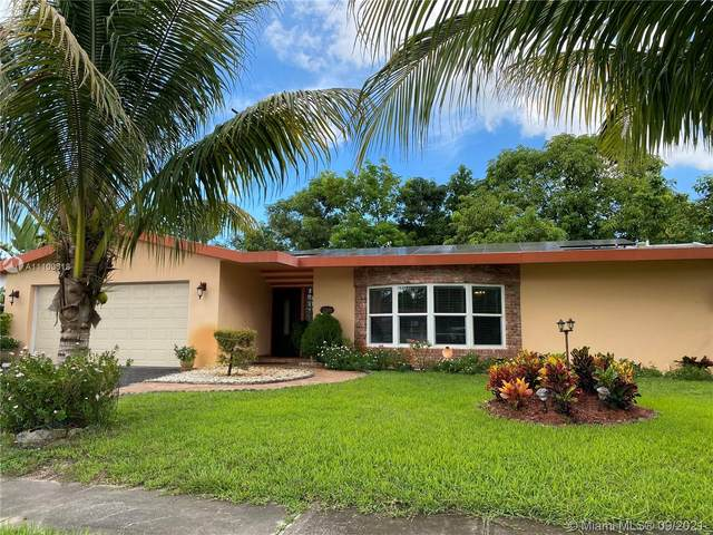 2300 NW 37th Ave, Lauderdale Lakes, FL 33311 (MLS #A11103318) :: The Pearl Realty Group