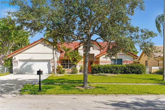 1061 NW 162nd Ave, Pembroke Pines, FL 33028 (MLS #A11103751) :: Jo-Ann Forster Team