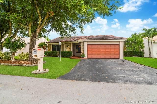5920 Epsom Ln, Davie, FL 33331 (MLS #A11103862) :: Green Realty Properties