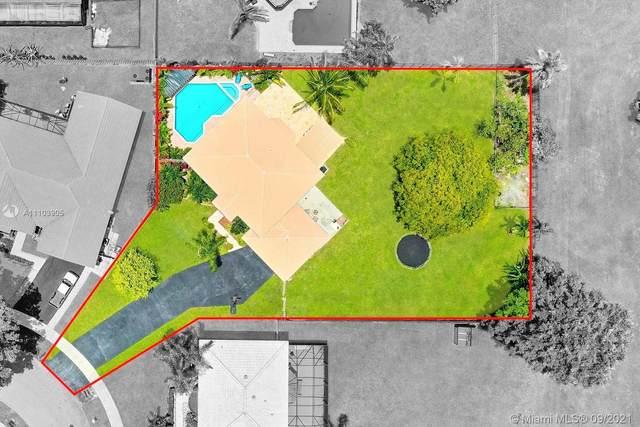 14401 Greenbriar Mnr, Davie, FL 33325 (MLS #A11103905) :: Green Realty Properties