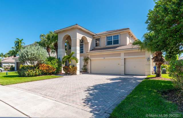 913 NW 168th Ave, Pembroke Pines, FL 33028 (MLS #A11104256) :: Green Realty Properties