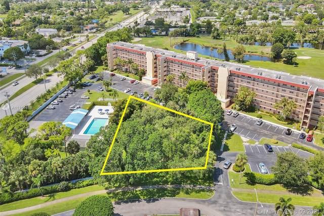 3939 Via Poinciana, Lake Worth, FL 33467 (#A11104446) :: Posh Properties