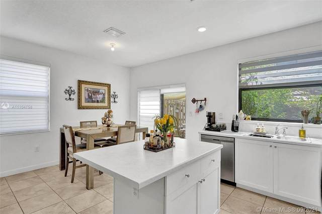 24901 SW 112th Pl ., Homestead, FL 33032 (MLS #A11104758) :: Castelli Real Estate Services