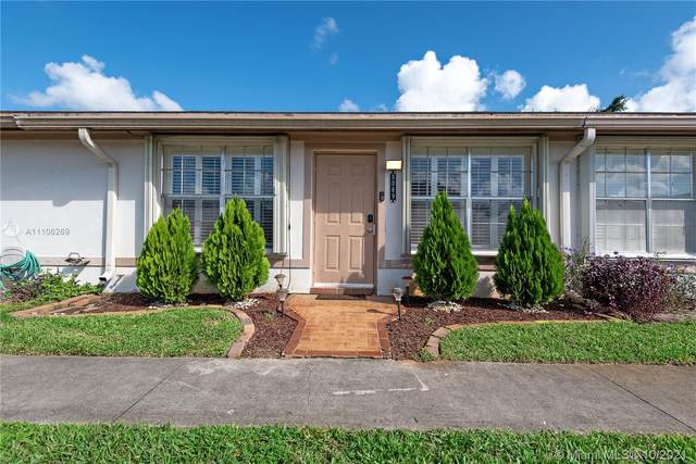 8069 SW 19th Ct #8069, Davie, FL 33324 (MLS #A11106269) :: Castelli Real Estate Services