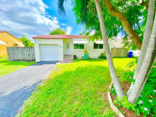1009 N 17th Ct, Hollywood, FL 33020 (MLS #A11107209) :: THE BANNON GROUP at RE/MAX CONSULTANTS REALTY I