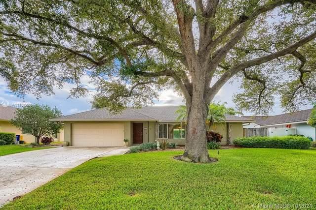 11914 Hemlock Street, Palm Beach Gardens, FL 33410 (MLS #A11107758) :: Castelli Real Estate Services