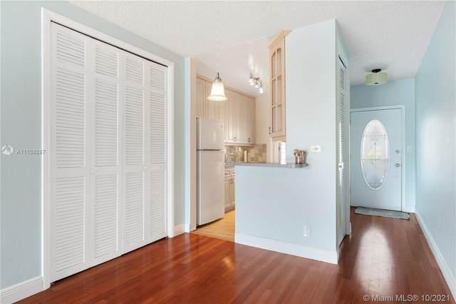 13105 Ixora Ct #219, North Miami, FL 33181 (MLS #A11108287) :: Green Realty Properties