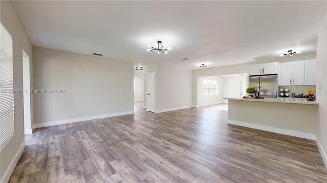 922 NW 8th Ave, Boynton Beach, FL 33426 (MLS #A11109761) :: Green Realty Properties