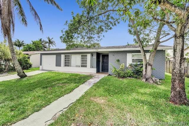 4521 NW 34th Ct, Lauderdale Lakes, FL 33319 (MLS #A11110066) :: Rivas Vargas Group
