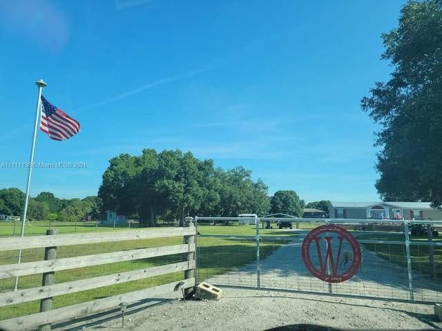 153 Pine Ln, Clewiston, FL 33440 (#A11111138) :: Dalton Wade