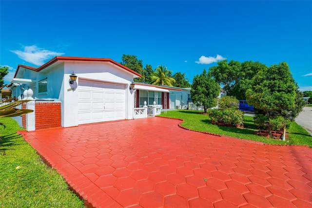 4731 NW 43rd St, Lauderdale Lakes, FL 33319 (MLS #A11111300) :: Castelli Real Estate Services