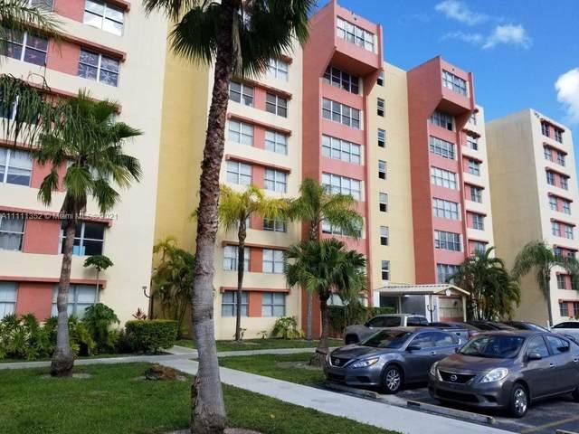 9143 SW 77th Ave B106, Miami, FL 33156 (MLS #A11111352) :: The MPH Team