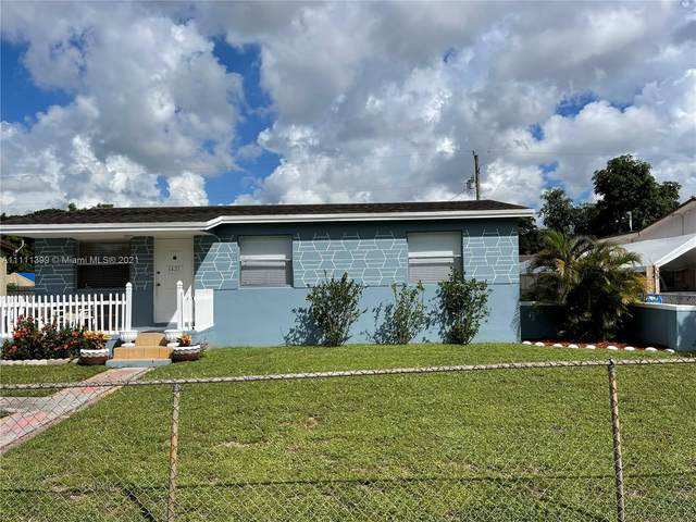 6421 Custer St, Hollywood, FL 33024 (MLS #A11111399) :: The Pearl Realty Group
