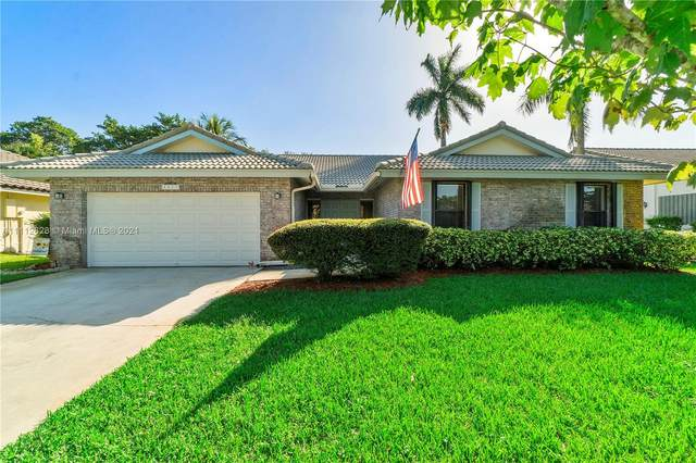 4017 NW 72nd Ave, Coral Springs, FL 33065 (MLS #A11112628) :: Rivas Vargas Group