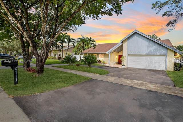 2111 NW 103rd Ave, Pembroke Pines, FL 33026 (MLS #A11113284) :: Castelli Real Estate Services